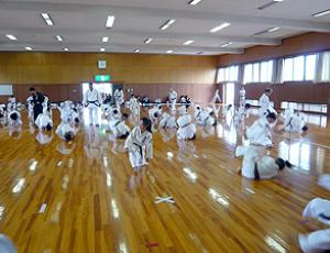 前方回転受け身の練習|2007年大阪・愛知・静岡の合同練習|拳正会空手道連盟